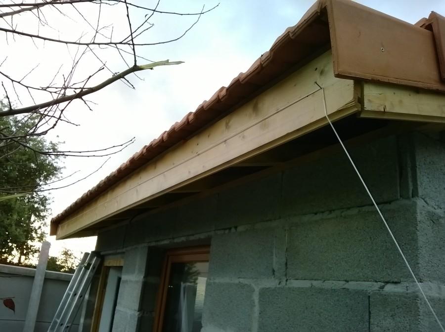 Design pose tuile dc tours 3121 pose de faux cils for Pose lambris pvc plafond sur rail